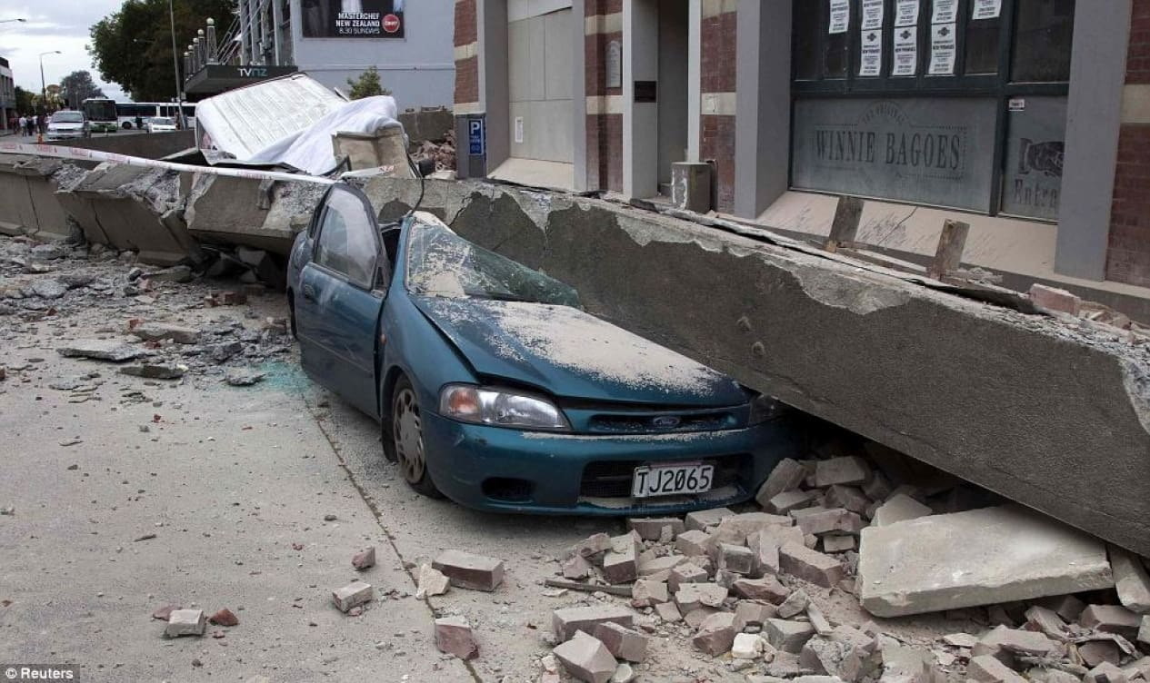 How to Stay Safe When Driving in an Earthquake