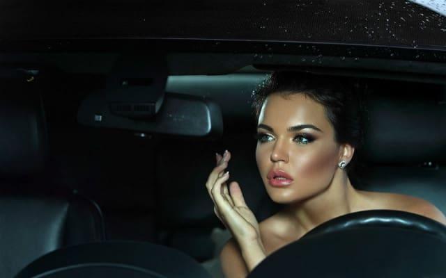 Make Up while driving