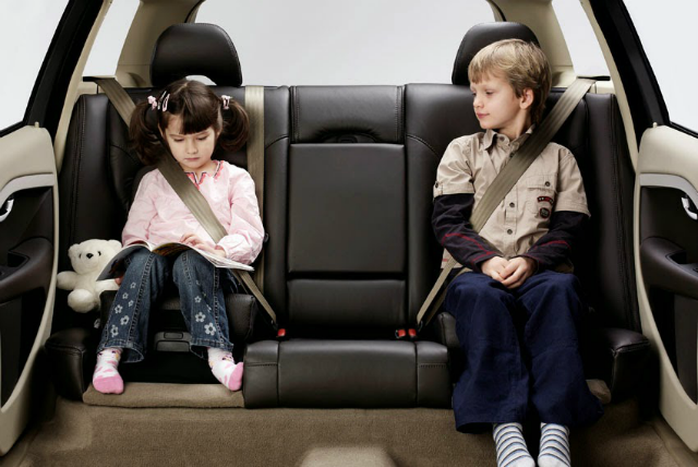 Senate, Congress Approve Child Safety Restraint Seats in Cars