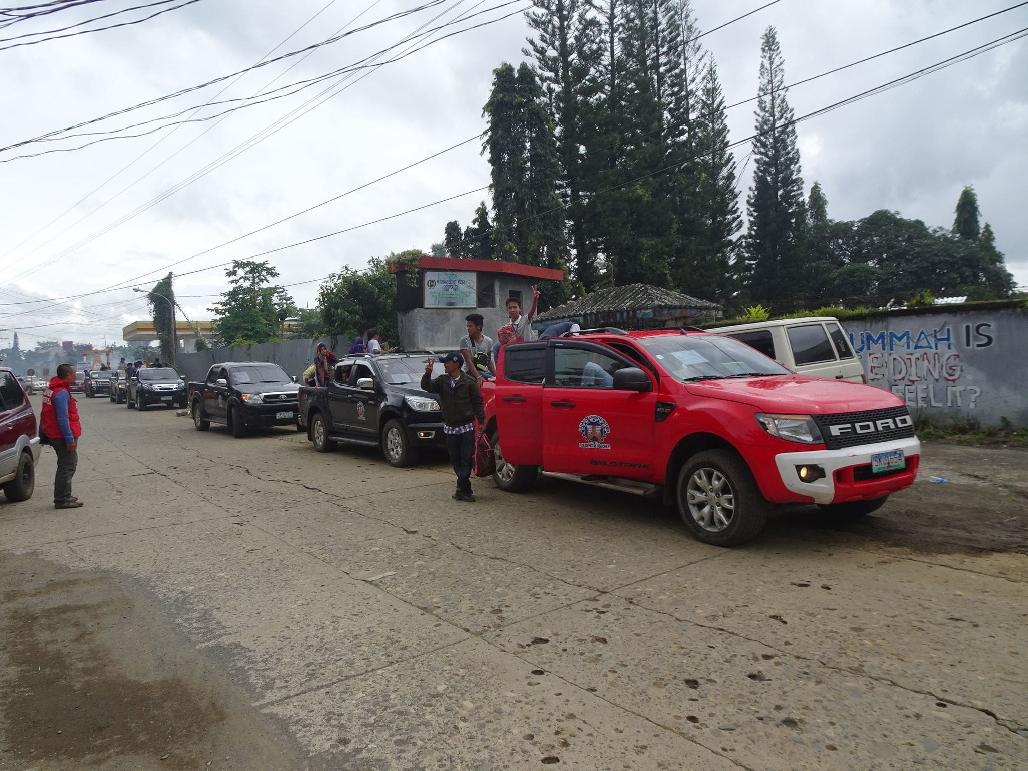 DPWH Deploys Service Vehicles for Returning Marawi Residents
