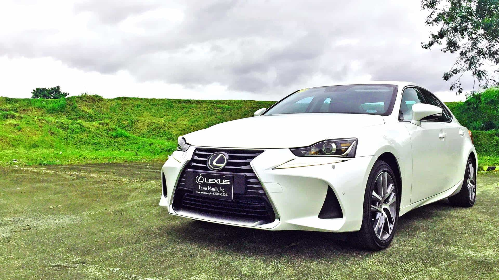 Lexus IS350 : Quintessential compact sedan