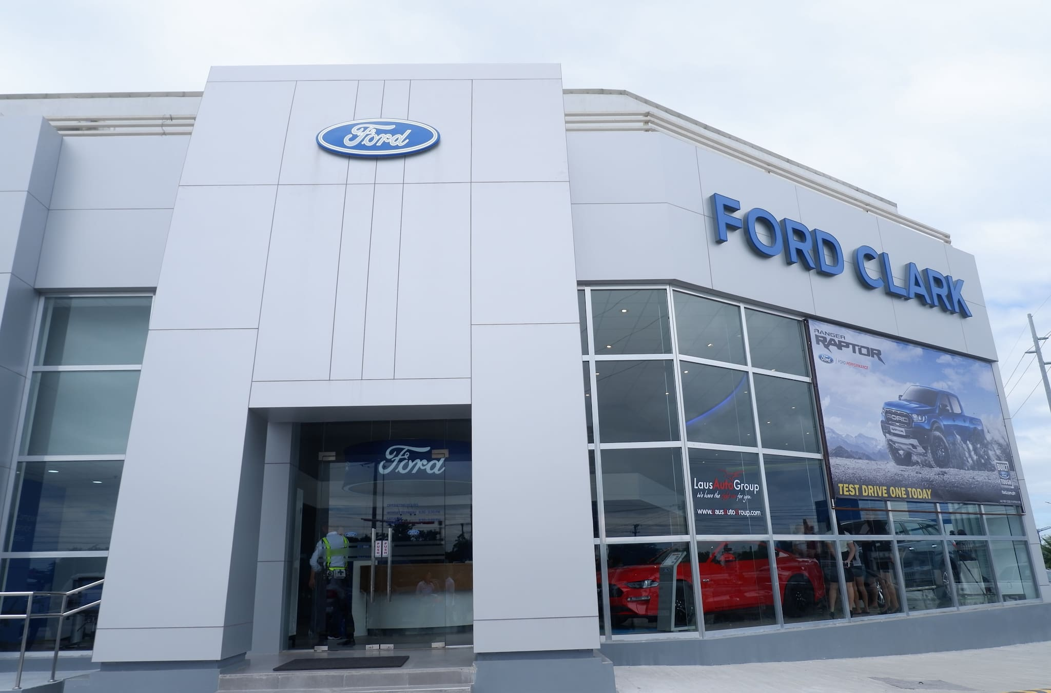 Ford PH Opens New Dealership Facility in Clark