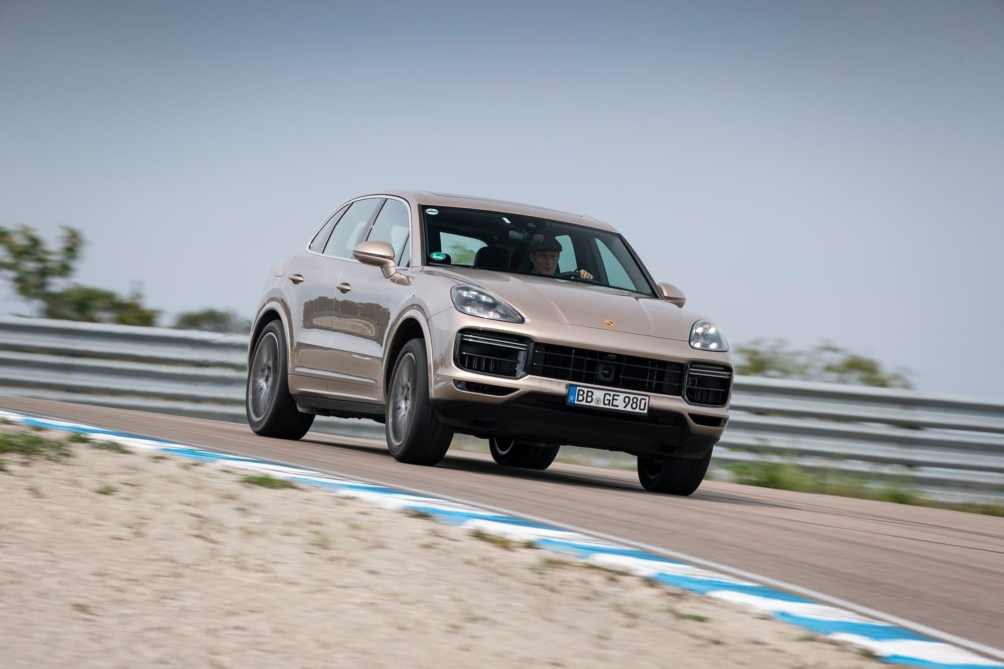 Porsche Cayenne Turbo S E-Hybrid Sets Unusual Lap Record