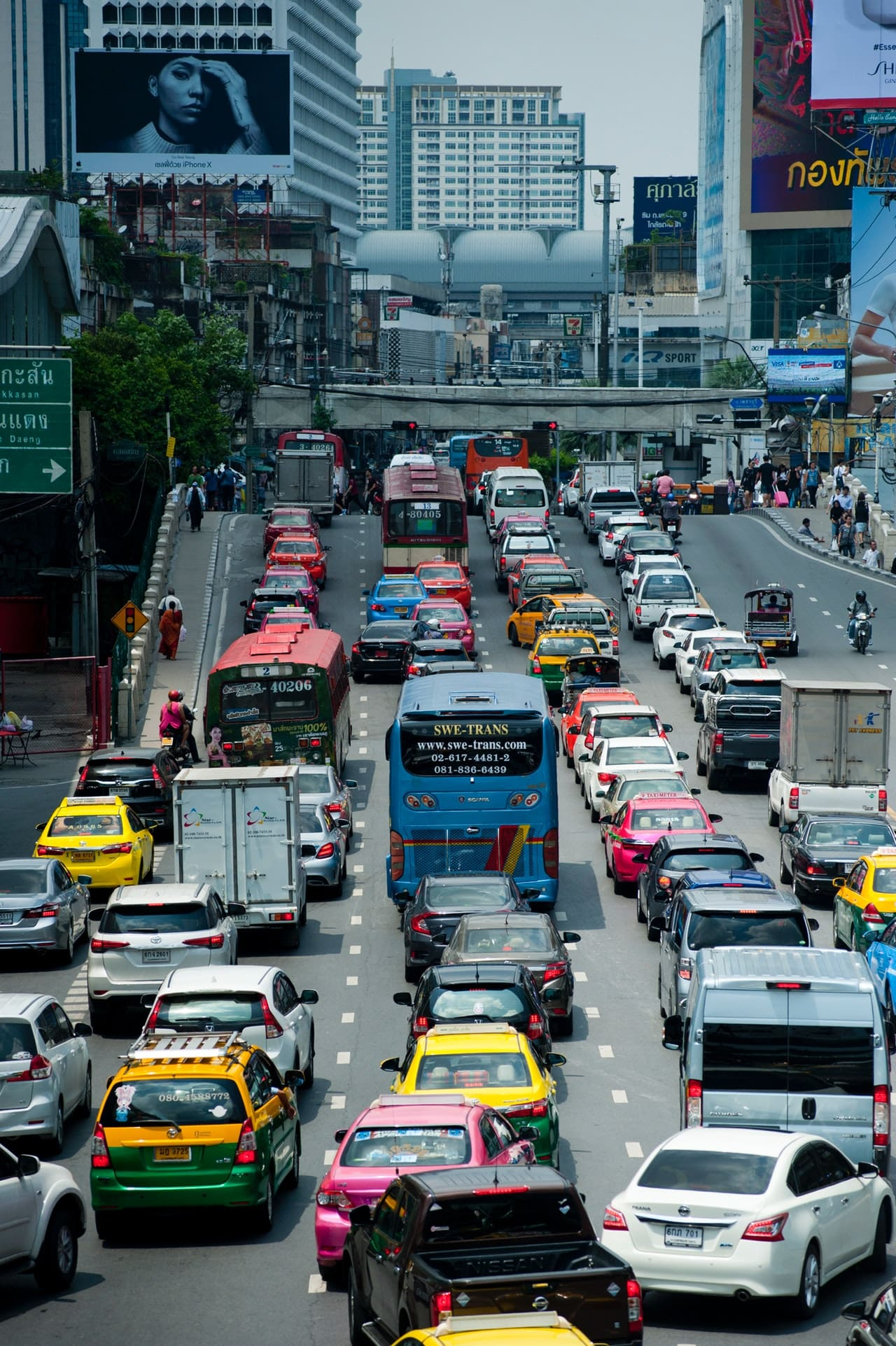 Lawmaker Pushes for 4-Day Work Week to Address Traffic Woes