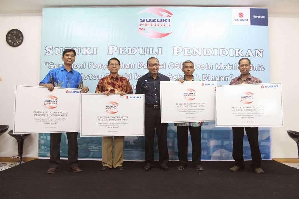 Suzuki Donasi Mobil dan Motor untuk 26 Sekolah
