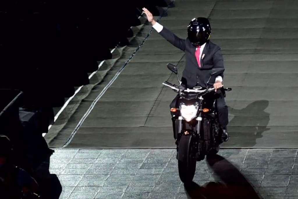 Apa Jawaban Presiden Jokowi Soal yang Menerbangkan Sepeda Motor Semalam?