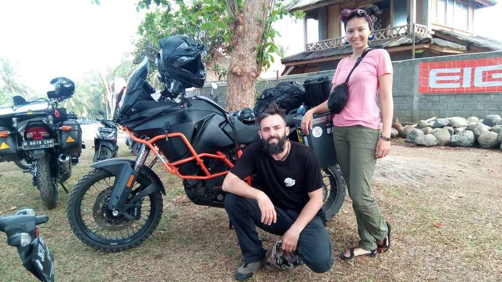 Ini Cerita Gila Pasangan Steve dan Amelia Crombie Keliling Dunia