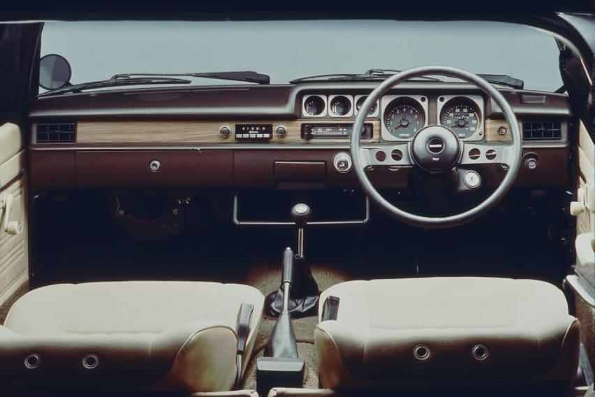 Mazda 323 interior