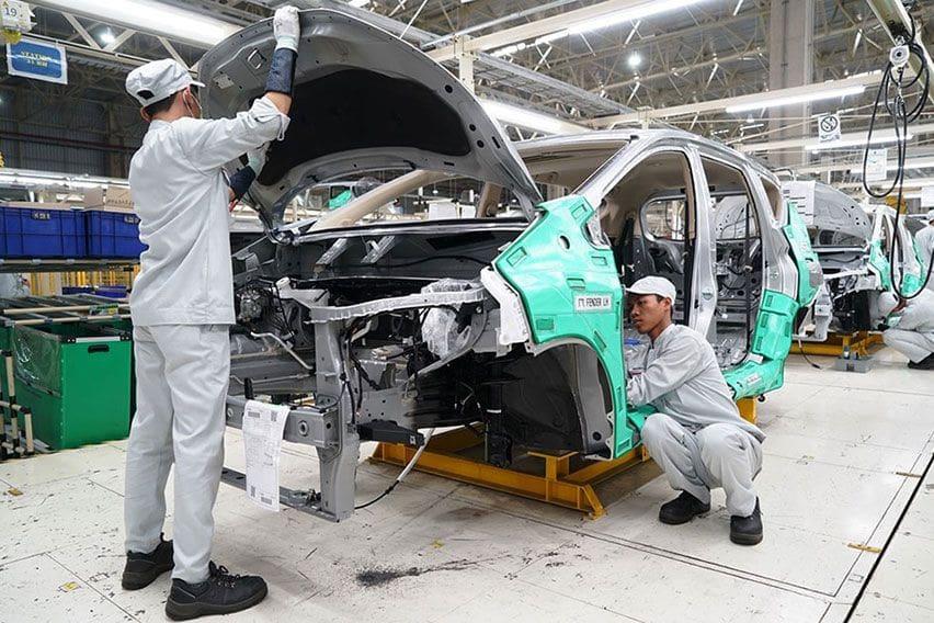 pabrik otomotif