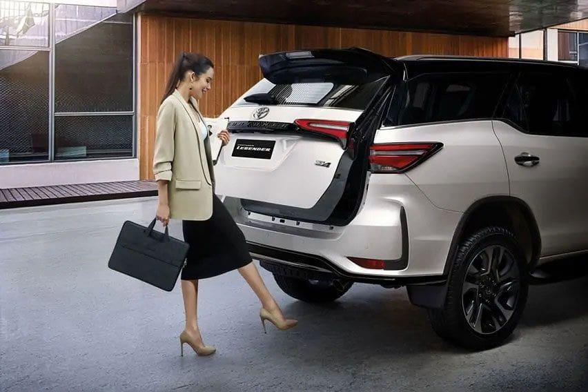 Toyota Legender liftgate