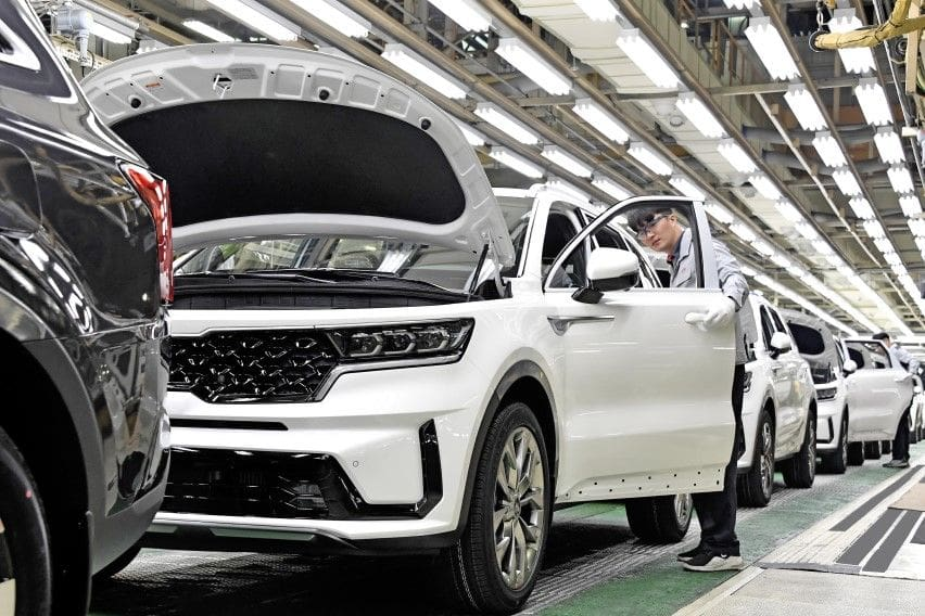 Kia kicks off production for new Sorento Hybrid