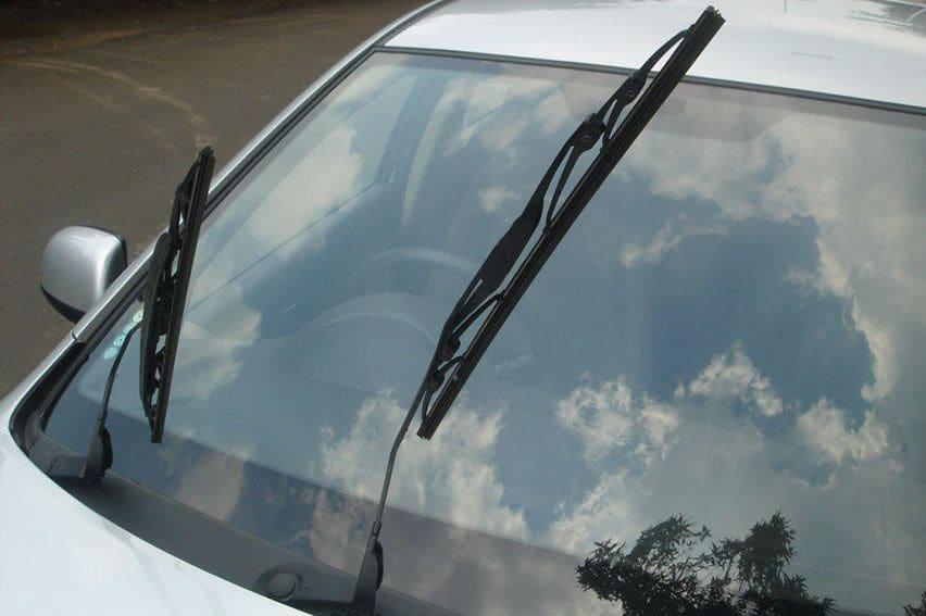 Wiper Mobil