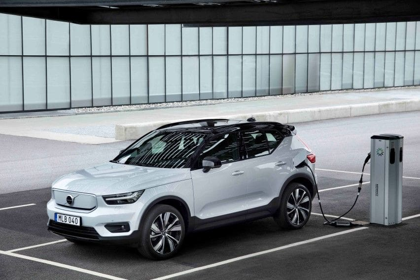 271709_Volvo_XC40_Recharge_AWD_in_Glacier_Silver