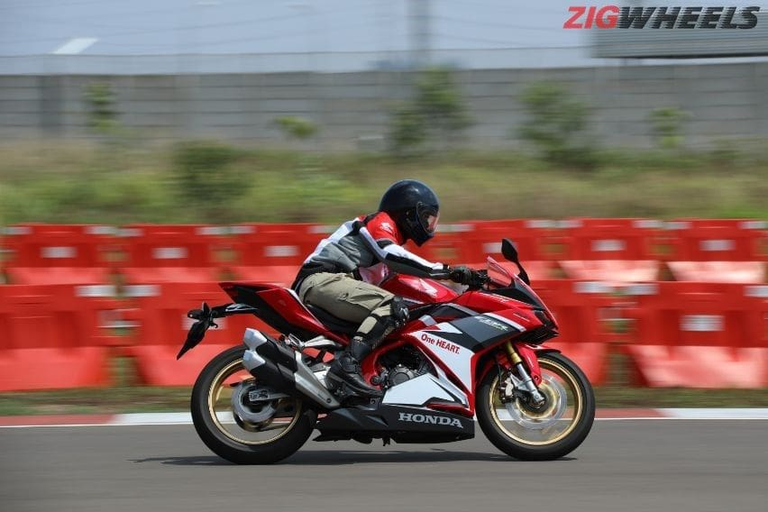 Pelajari Teknik Pengereman saat Berkendara Motor dalam Kecepatan Tinggi