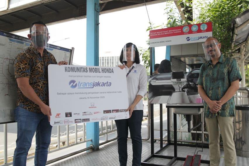 Komunitas Mobil Honda Sumbang Fasilitas Cuci Tangan untuk Halte Transjakarta