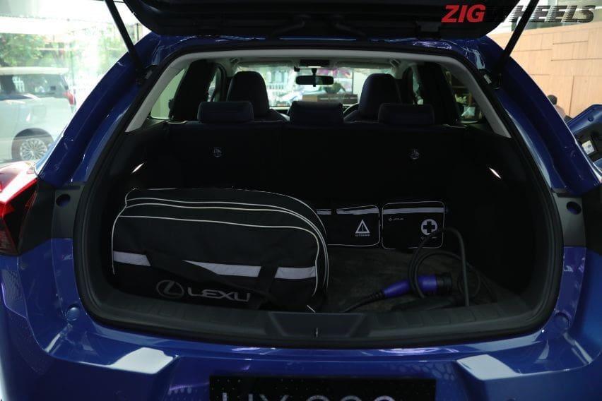 Lexus UX 300e kabin