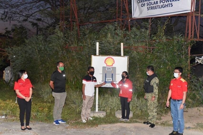 Pilipinas Shell solar-powered streetlights