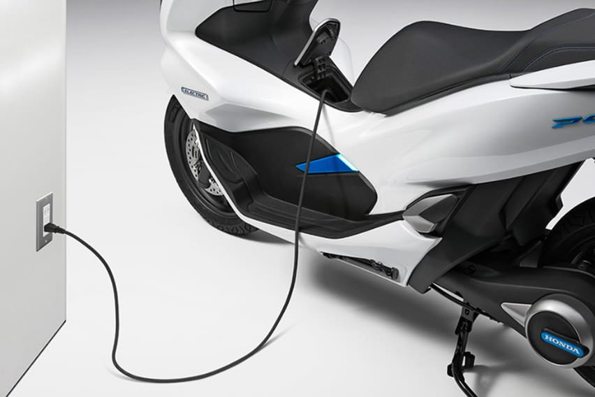 honda-pxc-electric-plug