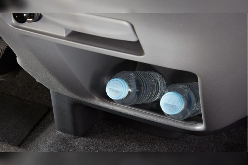 urvan-lower-tray-w-vents