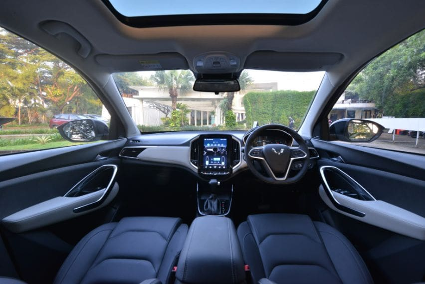 interior wuling almaz RS