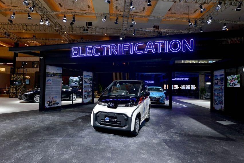 mobil listrik toyota
