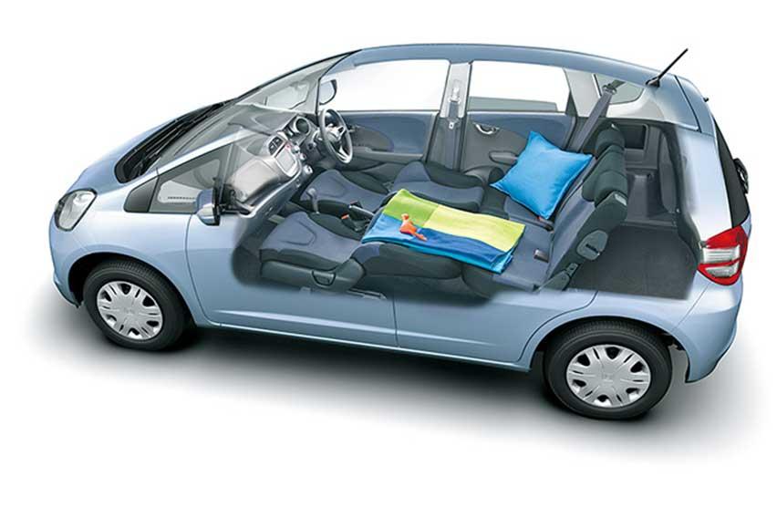Second-Generation-Honda-Jazz-interior