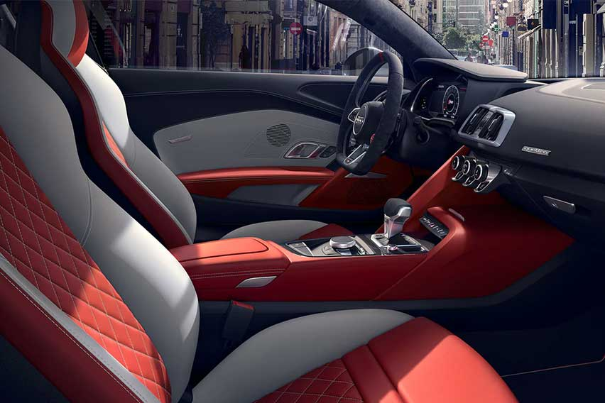 audi-r8-coupe-interior