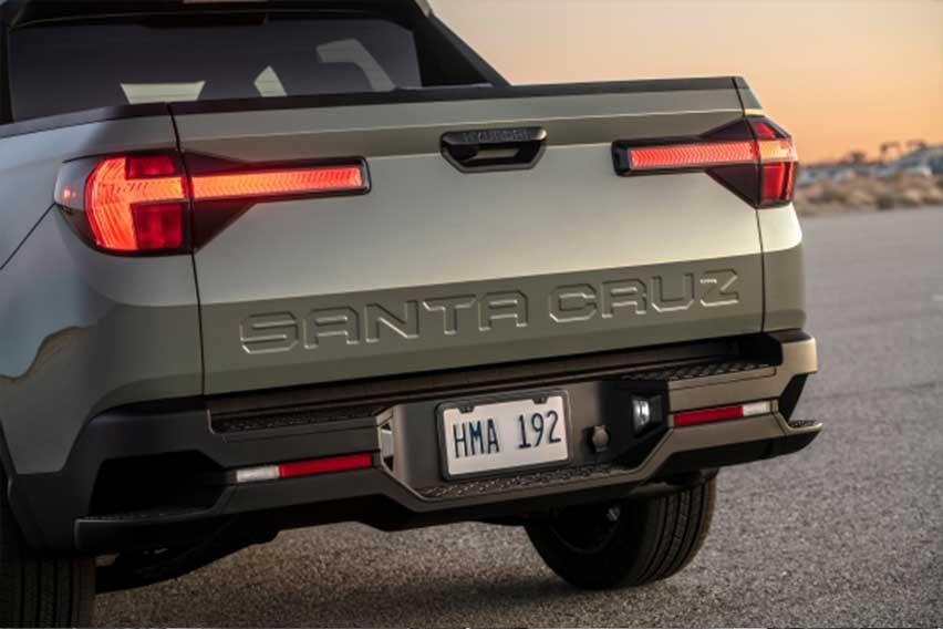 Hyundai-Santa-Cruz-tailgate