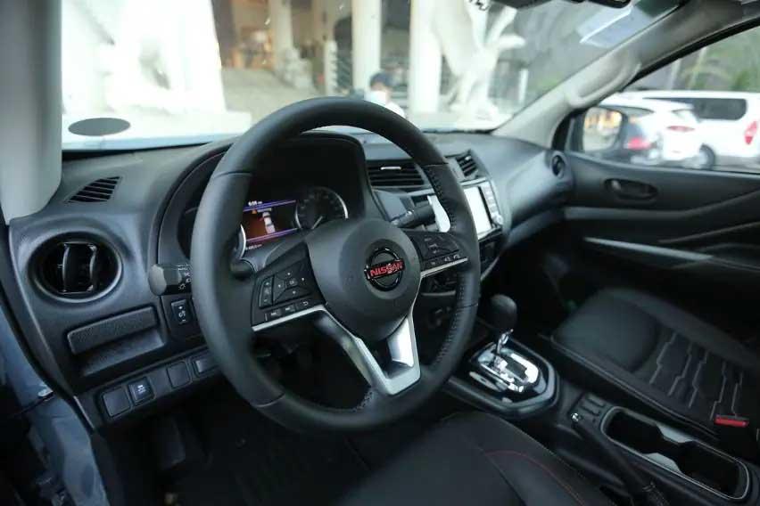 Nissan-Navara-dashboard