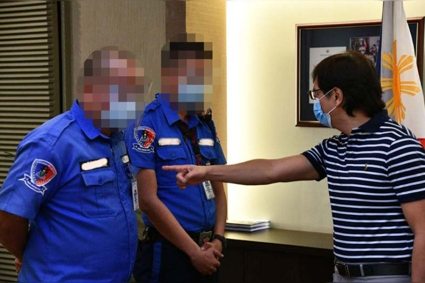 MMDA sacks two traffic enforcers for extortion