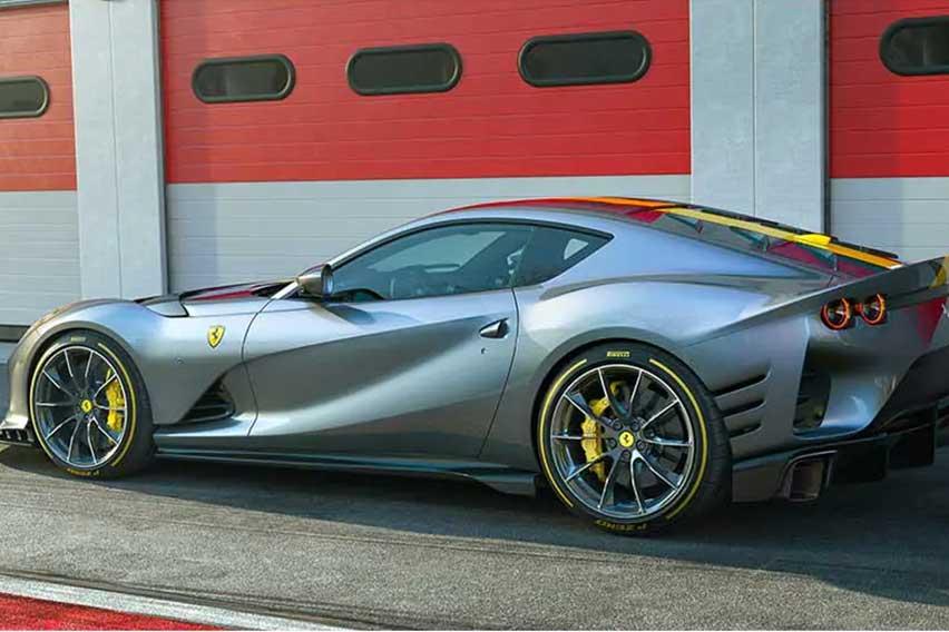 Ferrari-812-Competizione-rear
