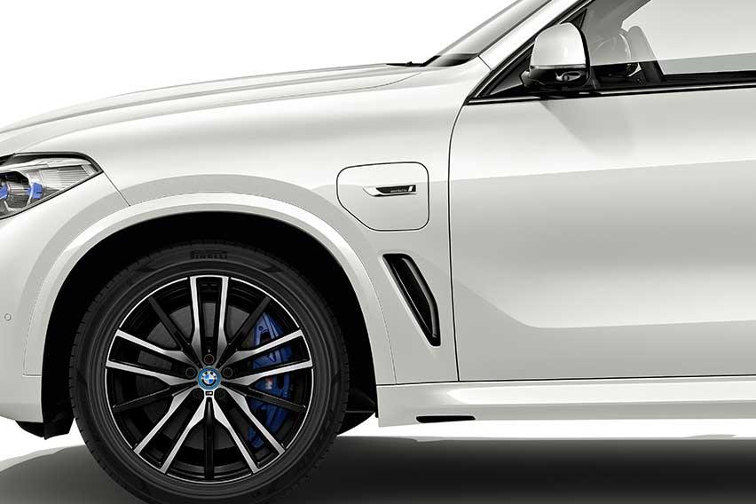 BMW-X5-Plug-in-Hybrid-FSC-certified-Pirelli-tires-5