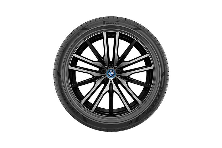 BMW-X5-Plug-in-Hybrid-FSC-certified-Pirelli-tires-4