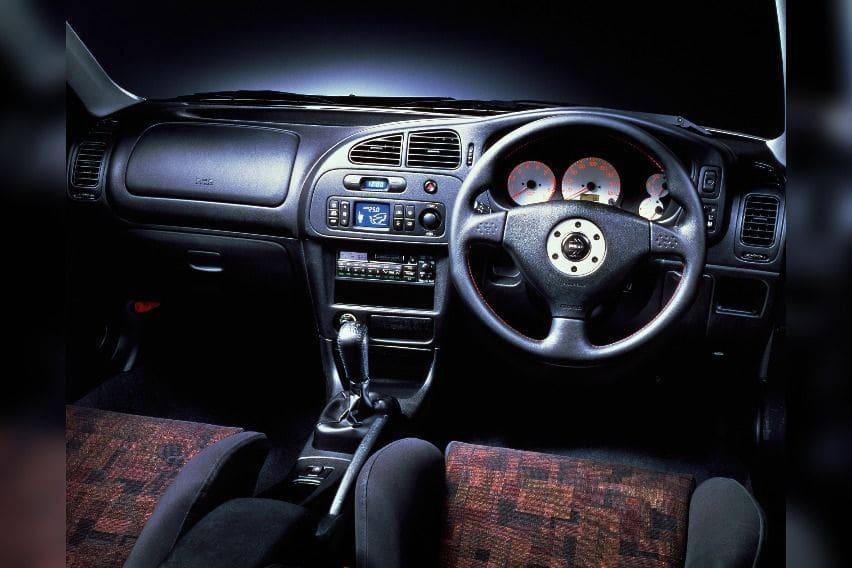 Mitsubishi-Lancer-Evo-IV-interior